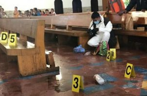 El sacerdote Mario Guevara, fue atacado por Elis Leonidovna Gonn, de 24 años. Foto: EFE