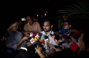 El representante de la coalición universitaria y miembro de la Alianza Cívica por la Democracia, Max Jeréz, habla con los medios. FOTO/EFE