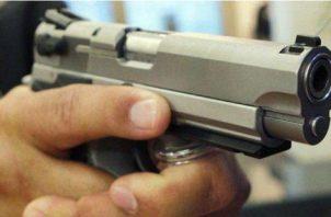 El niño de Nelson encontró la pistola y disparó accidentalmente a la nena en Nuevo México. Foto: EFE/ Ilustrativa.