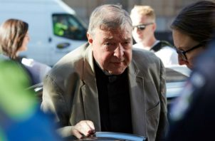 El abogado defensor, Robert Richter, por su parte, presentó diez cartas con referencias, entre ellas la del exprimer ministro John Howard, para respaldar el buen carácter de su cliente.