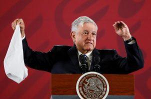 El presidente Andrés Manuel López Obrador, se ha comprometido a darle respuesta a los familiares de los 43 jóvenes que hace 5 años desaparecieros. FOTO/EFE