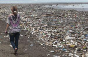 El plástico es la basura que más se puede observar en los océanos.