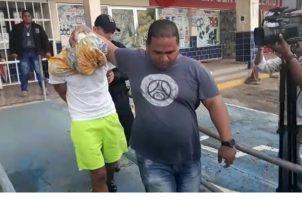 Josimar Guevara, de 31 años, le imputaron cargos por robo agravado, secuestro de infante y permanecerán detenidos seis meses mientras duren las investigaciones. Foto/Eric Montenegro