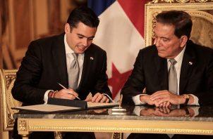 Laurentino Cortizo y José Gabriel Carrizo firmaron Ayer el Decretos Ejecutivos No.112 y No. 113 mediante los cuales nombró formalmente a su gabinete.