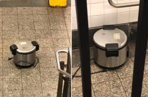 Las ollas de presión fueron olvidadas en la estación de la calle Fulton, en Nueva York, Estados Unidos. Foto: EFE.