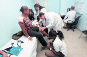 Los pacientes son evaluados, previamente. Foto de Archivo