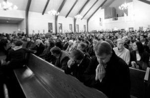 Haz oración siempre que puedas, porque Dios siempre te oye y responde a tu clamor. Foto: Archivo.