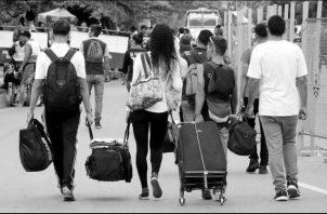 La movilidad espacial-geográfica de la población es tan antigua como la propia humanidad, y no existe sociedad que no sea producto y síntesis de poblaciones migrantes.  Foto: EFE.