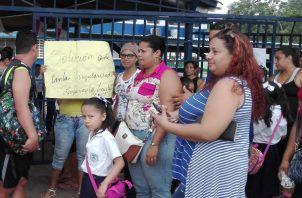 Los padres de familia de la escuela Bilingüe El Tecal ubicada en Arraiján  exigían la presencia de la ministra de Educación.