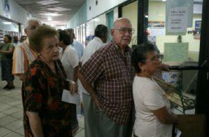 Los trabajadores están preocupados por el futuro de sus jubilaciones. Foto de archivo