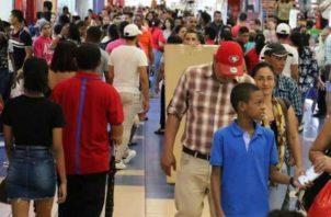 Algunos consumidores aprovechan ofertas del Panamá Black Weekend y adelantan las compras de Navidad. Foto: ATP