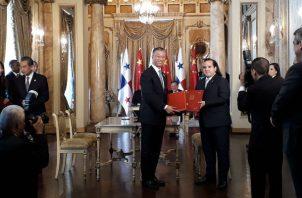 En materia de exportación se firmó un protocolo sobre requisitos fitosanitarios para la exportación de piñas frescas, carne, cobia y productos del mar de Panamá a China.