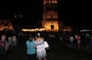 El día histórico de los 500 años de la ciudad culminó con fuegos artificiales y la iluminación de la torre de Panamá La Vieja. Foto de Víctor Arosemena