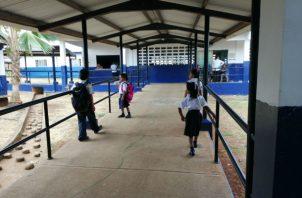 Los docentes están exigiendo la construcción de una cerca perimetral, cuya construcción fue parte de un acuerdo de finalización de huelga en el 2018.