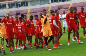 El equipo nacional se mantiene entrenando de lunes a sábado. Foto Anayansi Gamez