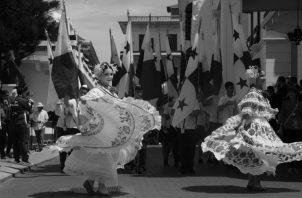 Estudiantes desfilaron con gran entusiasmo, rindiéndole honor a la patria, con sus mejores galas y vestuarios típicos, orgullosos de ser panameños.