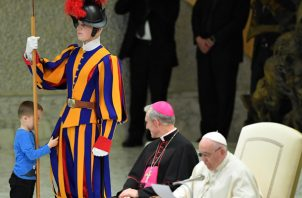 """""""No estaba previsto"""", apuntó añadiendo que cuando le dijeron a Wenzel que iban a ir a ver al papa el niño se mostró claramente contento con la propuesta. FOTO/EFE"""