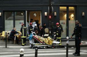 """Diez personas ingresaron en estado de """"urgencia absoluta"""" en hospitales de París, y otras 37 resultaron heridas leves."""