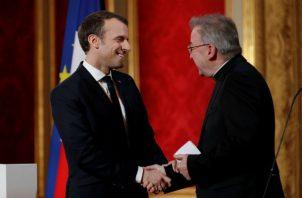 En ese acto, el nuncio vaticano suele tener un papel especial en su condición de decano del cuerpo diplomático en el país.
