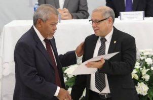 El Tribunal Electoral le entregó las credenciales a diputados principales y suplentes del Parlacen. Foto @tepanama