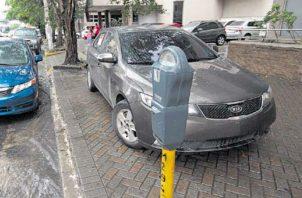 La mayor parte de parquímetros han sido vandalizados por delincuentes.