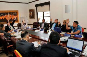 El gobierno saliente de Juan Carlos Varela aprobó otorgar pasaportes a los refugiados en Panamá.