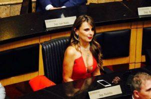 'Paulinha', la provocadora diputada que juró su cargo y alborotó las redes. Redes sociales.