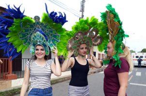 Jóvenes peregrinas participan como reinas de los culecos. Foto/Thays Domínguez