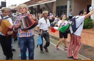 Con un desfile con las 23 parroquias del área se clausuró la pre jornada de la juventud en Azuero. Foto/Thays Domínguez