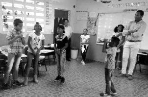 Niños de sexto grado de la Escuela San Pablo y Villa Nueva, en Chilibre, que participaron en talleres de periodismo.
