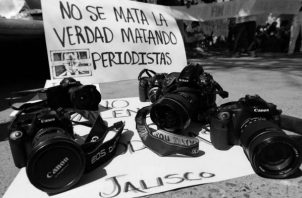Según un informe de Reporteros sin Fronteras, el número de países seguros para los periodistas disminuyó en 2019. Muchos gobiernos autoritarios están fortaleciendo su control sobre los medios de comunicación. Foto: EFE.