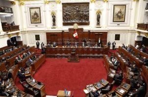 """El presidente de Perú, Martin Vizcarra, anunció este lunes la disolución """"constitucional"""" del Congreso peruano y llamó a un proceso electoral para elegir a un nuevo Parlamento con el objetivo de poner fin a la crisis política que lo enfrentaba con la oposición dominada por el fujimorismo. FOTO/EFE"""