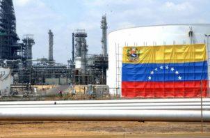 Desde 2015 la producción de petróleo en Venezuela ha caído. Foto/EFE