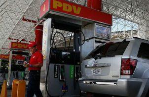 Venezuela anunció en 2017 que dejaba de usar el dólar. EFE
