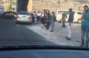 Caos en la capital por paro de busitos piratas; transportistas marchan hacia la Asamblea. Foto: Panamá América.