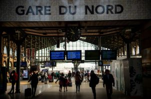 Un proyecto para añadir tiendas, restaurantes y espacios de exhibición en la Gare du Nord halla resistencia. Foto/ Christophe Simon/Agence France-Presse — Getty Images.