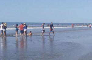 ¡Héroe! Joven le salva la vida a un niño, pero muere ahogado en playa Las Lajas. Foto: Mayra Madrid.
