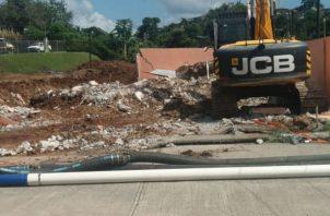 Derriban tres casas en Plaza Valecia. Foto/ Yai Urieta