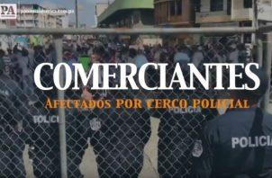 Comerciantes afectados por cierre de la Plaza 5 de Mayo. Foto/Victor Arosemena