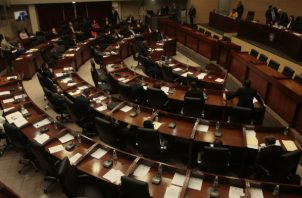 Comisión de Credenciales designa a tres diputados para unificar proyecto que modifica reforma interna de la Asamblea Nacional. Foto/Víctor Arosemena
