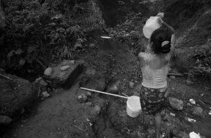 Una tragedia de millones y millones que no tiene agua potable, luz eléctrica y caminan por senderos de tierra, y cruzan ríos sin puentes, y no saben de medicinas. Foto: Archivo, Epasa.