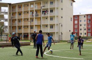 La Policía Nacional mantiene un trabajo comunitario con la juventud a través del deporte. Foto Cortesía