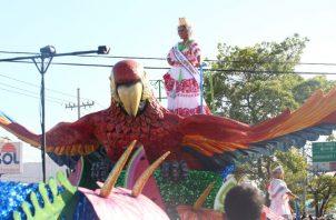 Las polleras más costosas, trabajadas y con mejores diseños son presentadas por las soberans para despedir la fiesta del carnaval. Foto: Panamá América