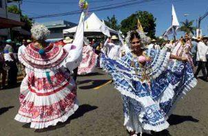 Lucieron sus mejores galas en esta novena versión del Desfile de las Mil Polleras. Foto/Thays Domínguez