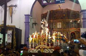 Los devotos se quedaron hasta la procesión que inició a las 8:00 p.m. de ayer, domingo, en Portobelo.