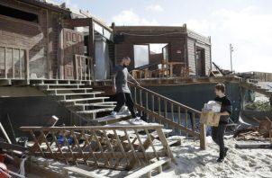 Vista de un restaurante destruido en el centro de Portugal por el huracán Leslie. EFE/ EPA