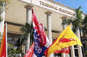 Ondearon banderas de ambos partidos  políticos. Foto: Cortesía