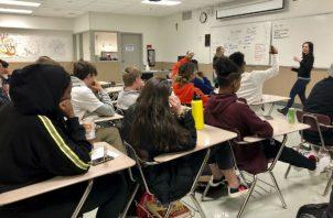 El espíritu de la educación general es brindar un núcleo común. Ofrece lección para Presidente y líderes políticos. Foto/ Gillian Flaccus/Associated Press.
