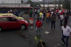 """Los cierres de calles se han dado en piqueras de """"piratas"""". Foto de Panamá América"""