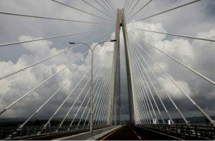 El puente fue abierto al público a las 2 de la tarde de ayer, viernes. Víctor Arosemena